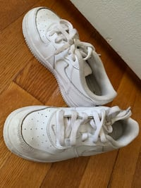 pair of white Nike Air Force 1 low shoes Woodbridge, 22193