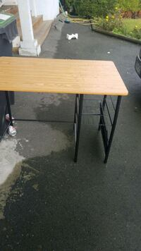 Desk/table New Westminster, V3M 5K5