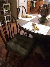 OAK CLAW FOOT PEDESTAL TABLE W/4 CHAIRS - GOOD CONDITION BOWLINGGREEN
