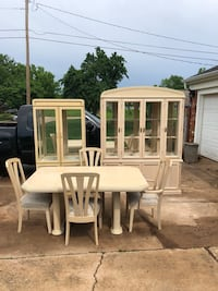 3 Piece Dining Room set. Table has leaf and 6 chairs   Oklahoma City, 73116