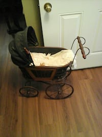 Replica vintage baby carriage