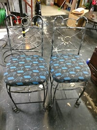 Two bar stools 24 inch from the seat Ridgeville, 29472