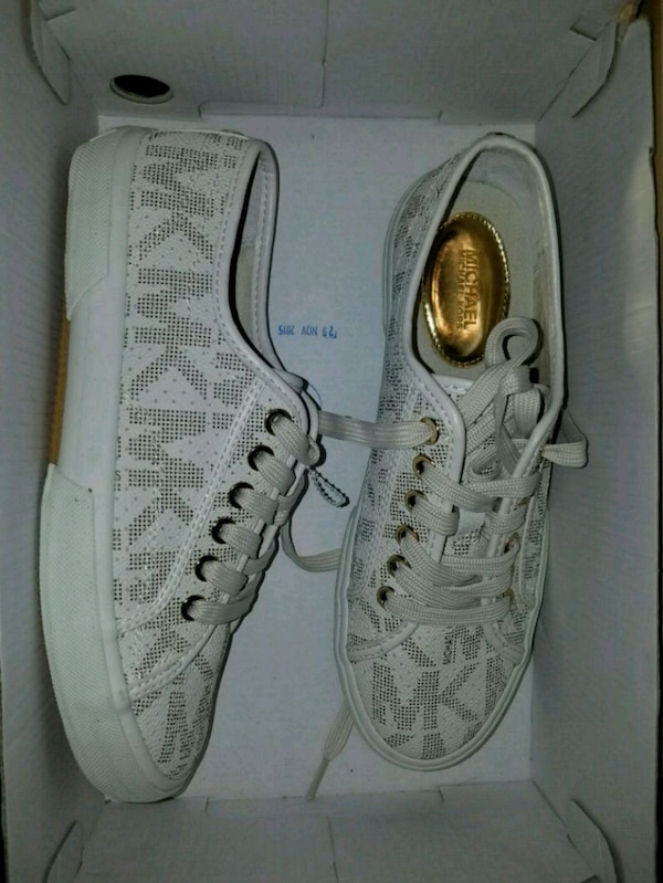 Used pair of white Michael kors sneakers for sale in Grand Prairie - letgo e480a00a6