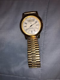 Round gold-colored analog watch with link bracelet Washington, 20011