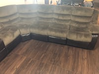 Brown sectional with recliners and rockers. Prattville, 36066