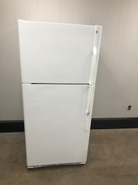 GE Top And Bottom Fridge With Water And Ice (Same Day Delivery) Norfolk, 23502