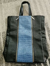 Womens leather bag Coquitlam, V3E 2W8