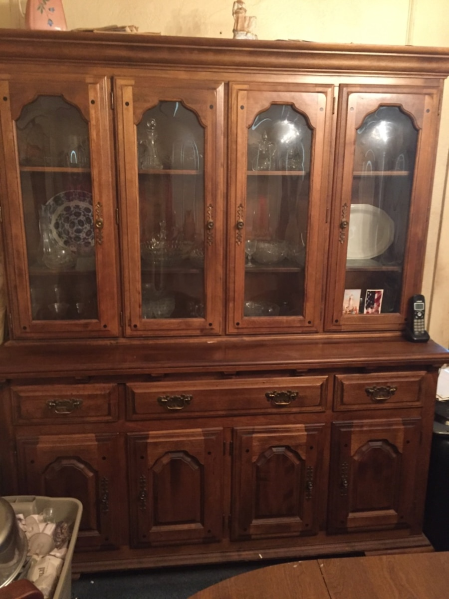 Used Early American Temple Stuart Dining Set In Providence