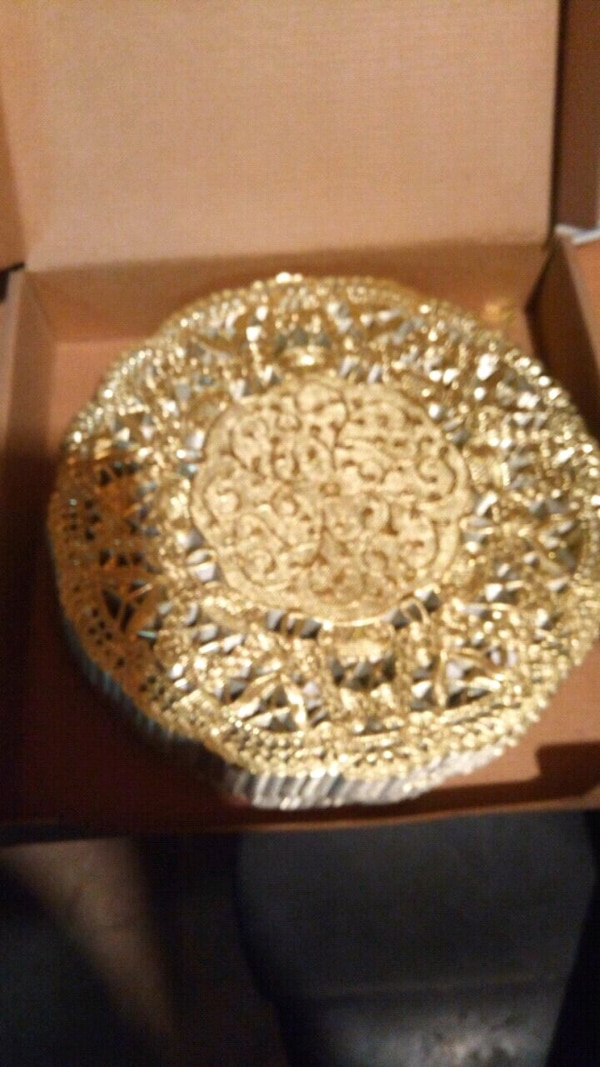 9.5 inch doilies gold