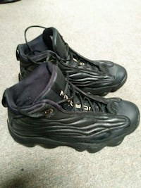 pair of black Nike basketball shoes Zanesville, 43701