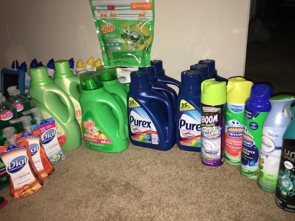 Assorted household cleaning products lot 3dd7cd08-f463-4bad-982b-d370e077f0a4