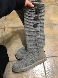 Size 7 grey knit uggs  London, N6G 1Y1