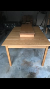 Solid Oak Table with leaf and 6 chairs Chesapeake, 23320
