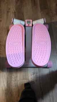 Mini aerobic fitness stepper