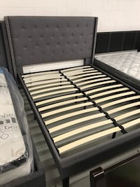 Brand new grey queen fabric button tufted platform bed frame warehouse sale  多伦多, M1W 2L3