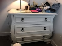 White wooden 3-drawer chest 温哥华, V6B 3G6