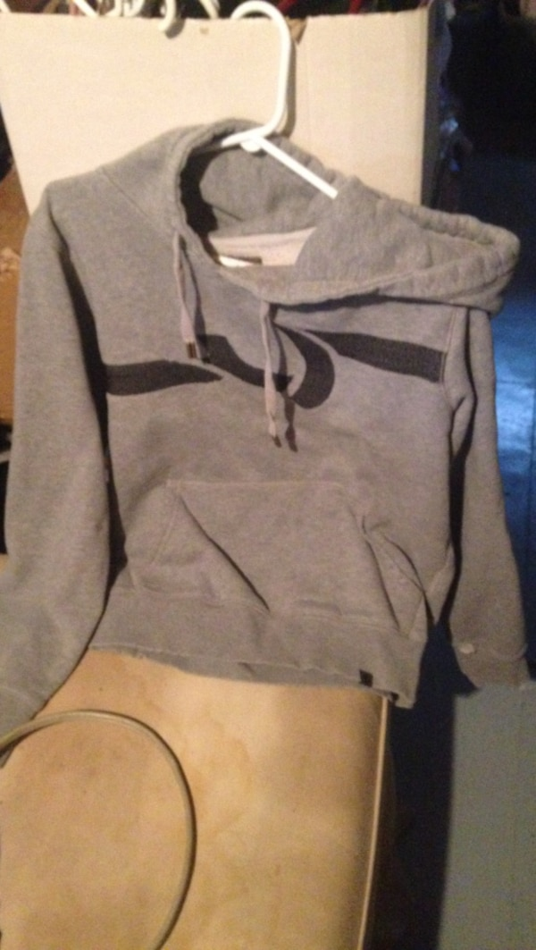 gray pull over hoodie 3c58505c-56bd-470a-a151-0837e266ec81