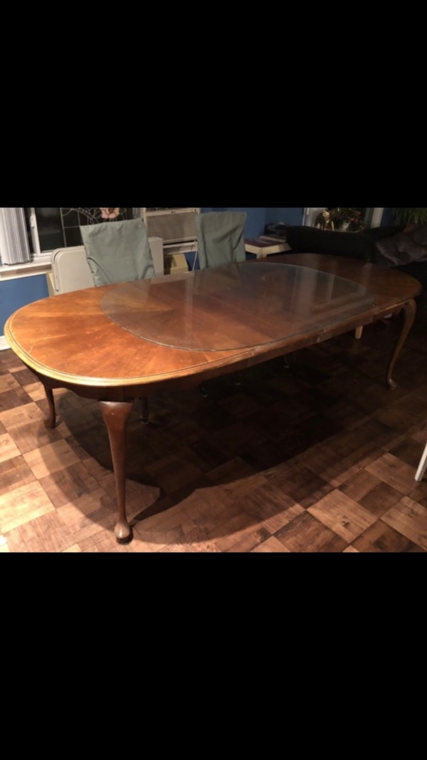 Queen Anne - Wood Dining Table