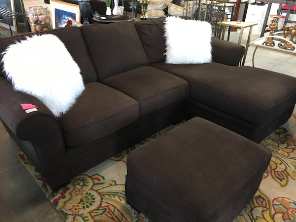 Brown Sectional with Ottoman  5cb3565c-8dcd-424e-9813-be7aaa38d951