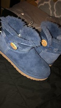 Low Blue Uggs size 7 women Woodbridge, 22192
