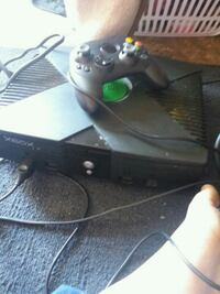 Orignal Xbox console with controller