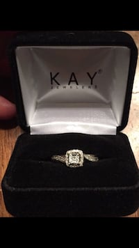 NEW- kay jewelers ring with box Oxford, 19363