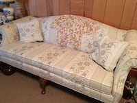 Floral Sofa and love seat!  Set. Excellent condition Pensacola, 32534