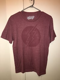 Old navy maroon flash graphic t-shirt tee Toronto, M6M 4L2