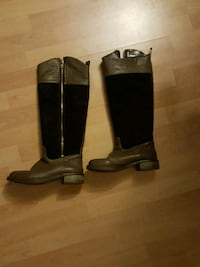 pair of black leather boots 6 1/2 1624 mi