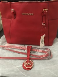 MICHAEL KORS RED JET SET LARGE LEATHER HANDBAG/DETACHABLE STRAPS (THE PHOTOS DO NOT DO THE BAG JUSTICE)