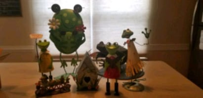 7 various frog decorations