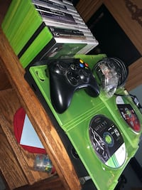 Used Xbox 360 - 2 Controllers - 20 Games Middletown, 10940