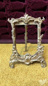 "Vintage Metal Frame, 5""x8"", Pick up only Whitchurch-Stouffville"