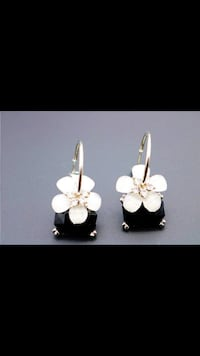 Black Square White Flower Earrings Jewelry Vancouver, V5X 1A7