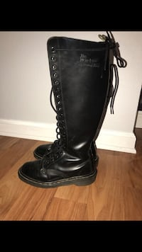 Women's size 6 Docs  Los Angeles, 90032
