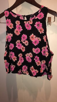 Black and pink floral sleeveless top Toronto, M5H 1H1