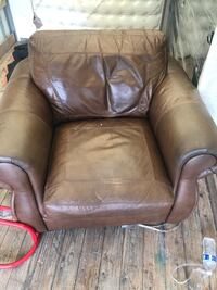 Leather Couch (Extremely comfortable in Good condition) Sterling, 20166