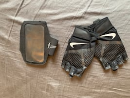 Gym gloves and phone holder