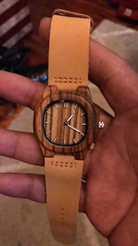 All natural wood and watch with leather strap Albany, 12210