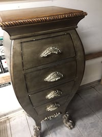Beautiful small cabinet 4 drawers with very nice tap Vaughan, L4L 7G4