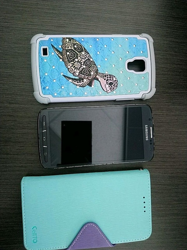 Unlocked Samsung Galaxy S4 + 2 Cases