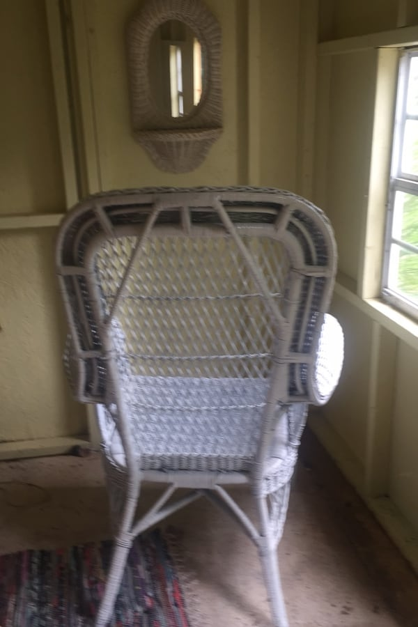 Wicker chair and matching mirror with shelf- lovely wicker ec224795-219f-4d29-ad73-e28670d72960