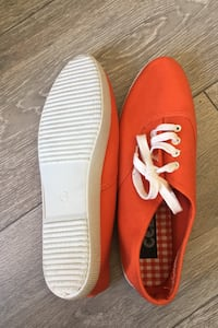 New Orange CELS shoes US7.5