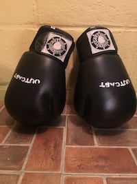 pair of black boxing gloves Orillia, L3V 4P3