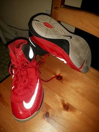 Nike runners red size 7 Edmonton, T5H 1K3