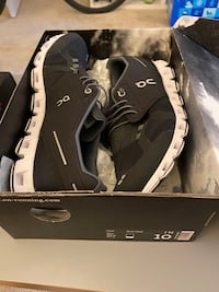 On cloud shoes size 10 mens Arlington, 22209