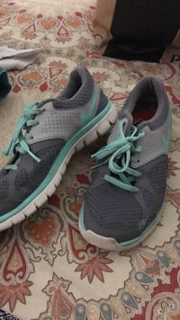 Shoes. nike!! womens size 9. been worn but still good confition. tongue on one is ripped.  Austin, 78723