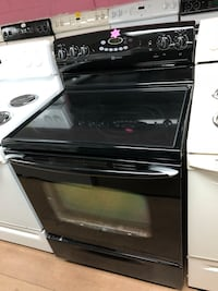 Maytag black electric stove  47 km