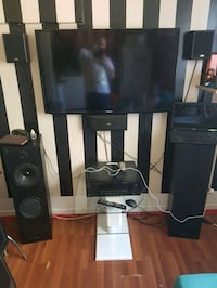Jvc 5 speakers and amplifier .. Toronto, M6R 2H6
