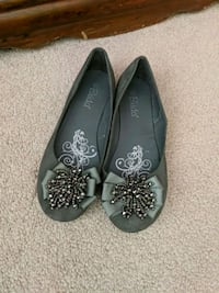 pair of grey flats Brampton, L7A 0W3